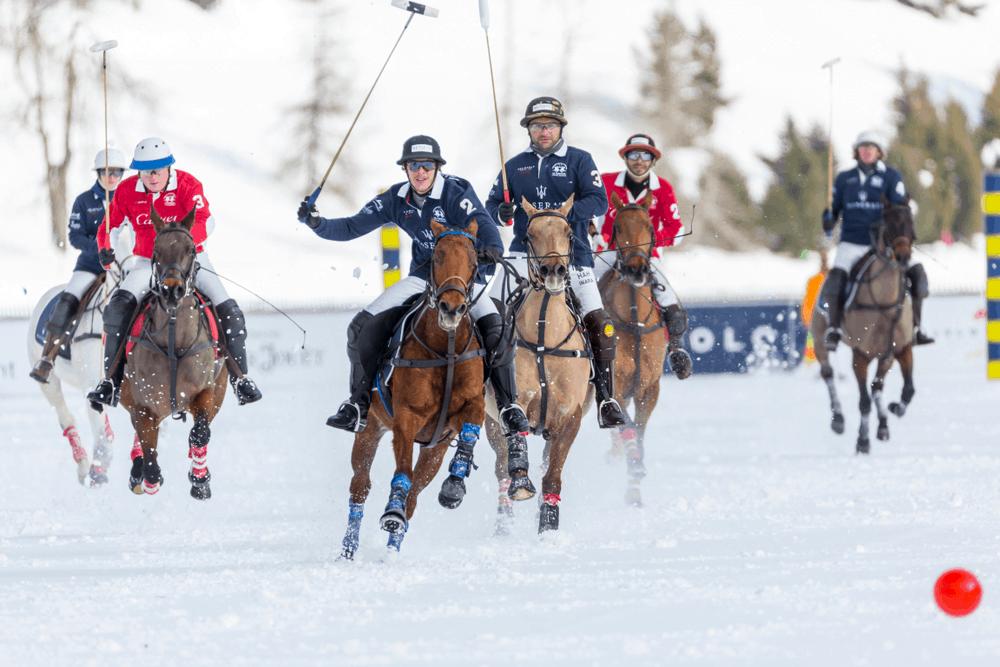 Jinetes y Monturas en Snow Polo