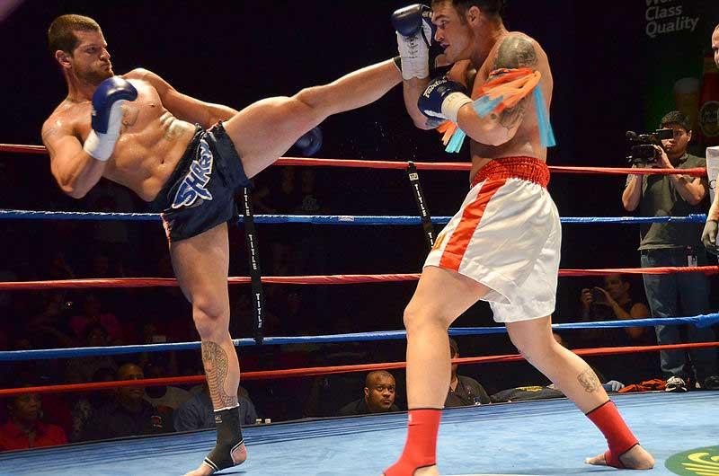 high kick en boxeo tailandes